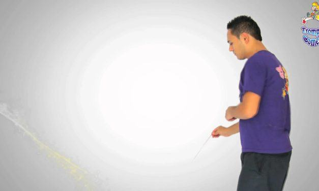 Floor whip by Trompo Cometa